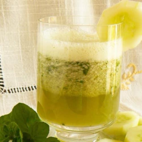 pepino verano y bebida de menta