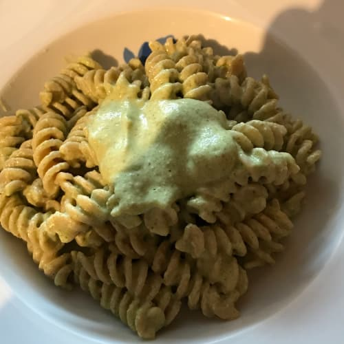 Pasta integrale con pesto light di zucchine