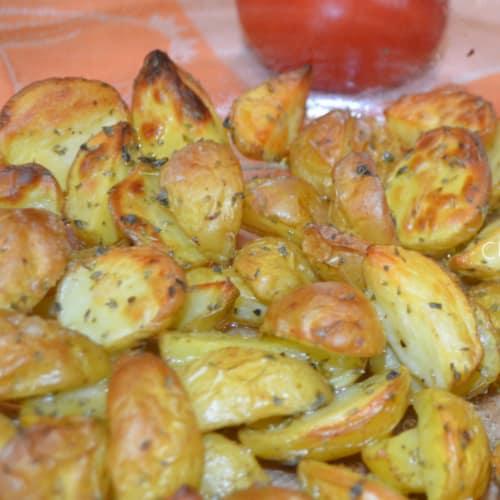 Nueva patatas en el horno
