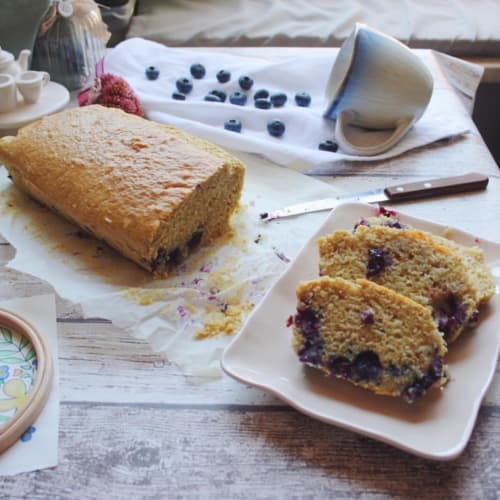 Coconut and blueberry plumcakes without lactose