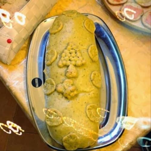 Pastel de carne con costra de pistachos