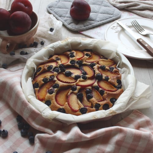 Soft tart with plums and blueberries without butter