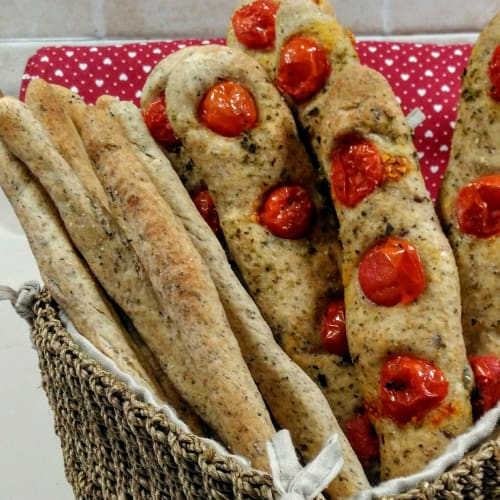 Grissini with olive oil and tomato