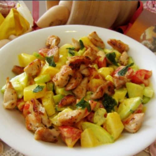 Insalata di pollo e patate con yogurt e curcuma