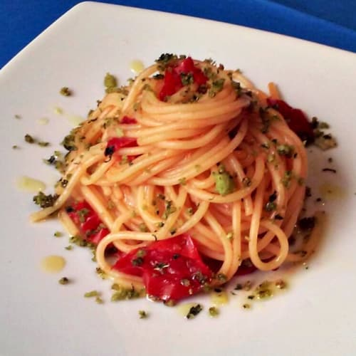 Spaghetti with Cetara apple drizzle and caramelized tomatoes