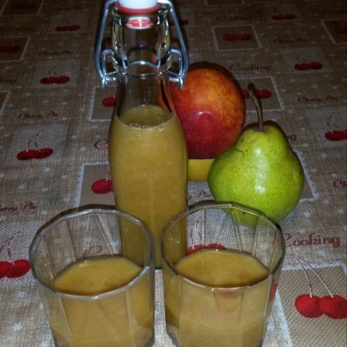 El jugo de manzana, melocotón, ciruela y limón