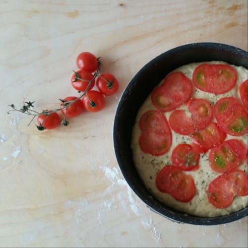 Focaccia de patata con los tomates