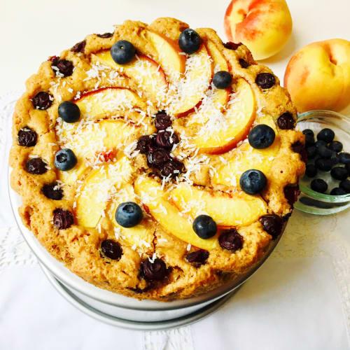 melocotón y pastel de arándanos