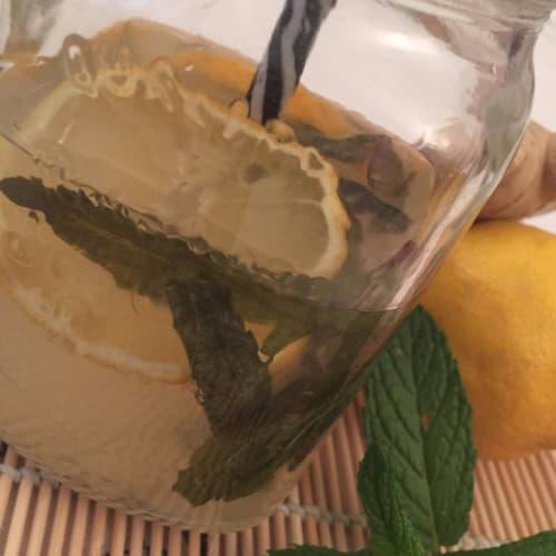 Limonada de jengibre y menta