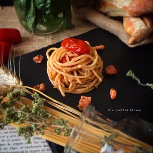 Spaghetti con tonno fresco e pomodorini