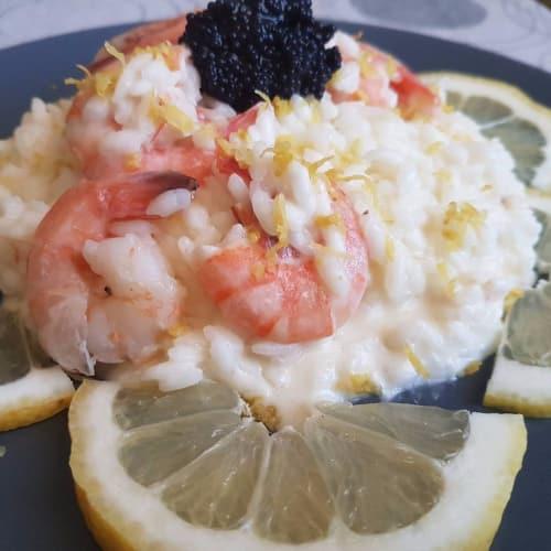 Risotto con crema de limón y camarones