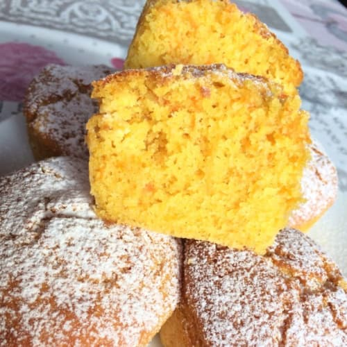 Muffins with orange carrots and almonds