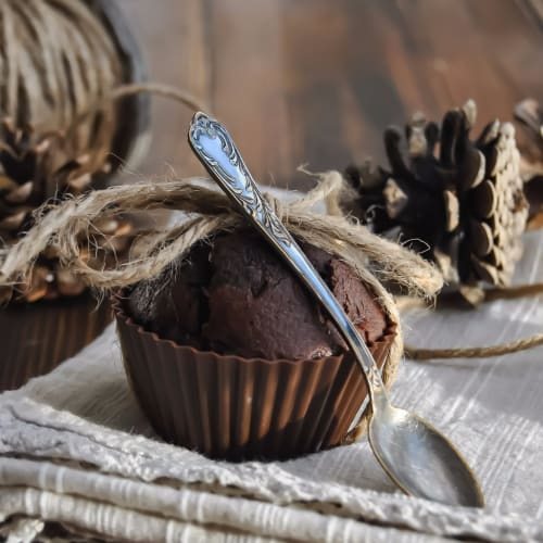 Light cocoa and pear muffins