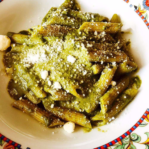 Rigatoni with pesto of peas and mint