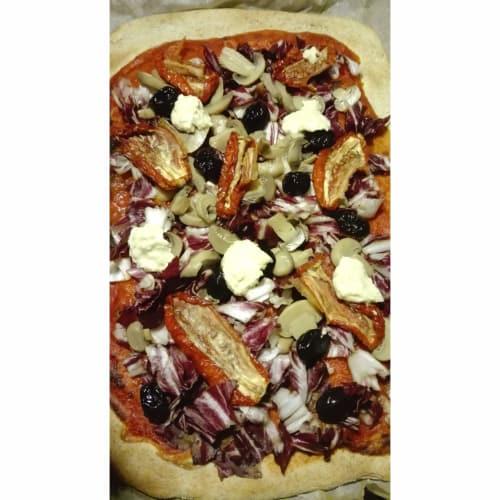 Rich vegan pizza