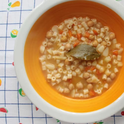 Sopa de garbanzos, patatas y verduras