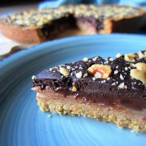 Pera y tarta de chocolate sin mantequilla y productos lácteos