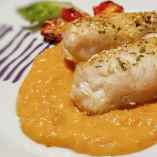 Baked cod fillets with cream of sweet potatoes with paprika