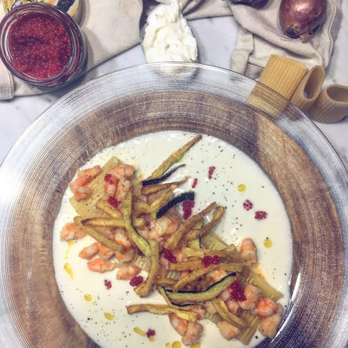 Paccheri con gamberi, zucchine e crema di burrata