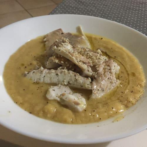 Filete de dorada de crema picante de los garbanzos