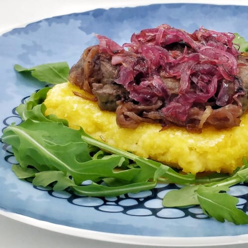 Grilled polenta with liver, caramelized red onions and rocket