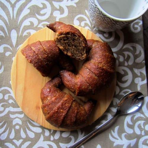 Croissant de mantequilla de avellana escanda