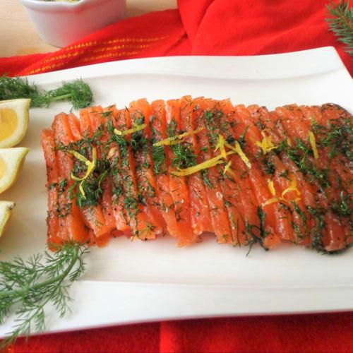 Gravlax salmone marinato