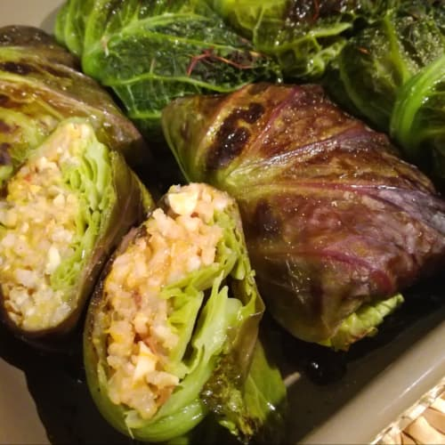 Bundles of Savoy cabbage with brown rice and pumpkin