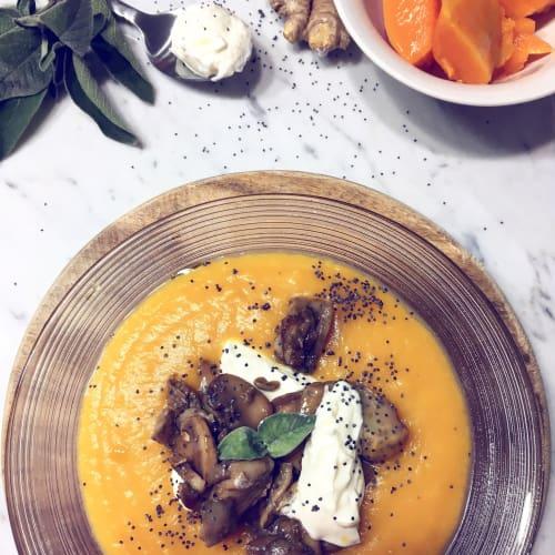 Calabaza y jengibre con setas y yogur griego