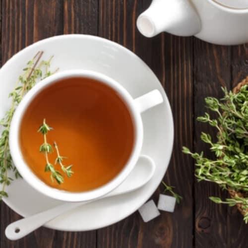El té de hierbas con tomillo