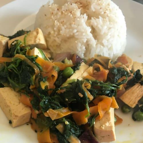 Tofu con verdure e riso