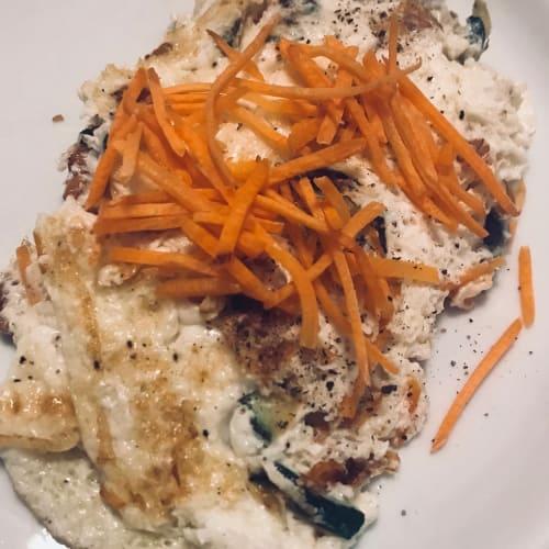tortilla blanco con el calabacín, la cebada y zanahorias