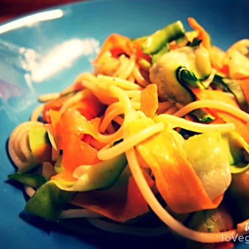 Spaghetti con nastri di verdure