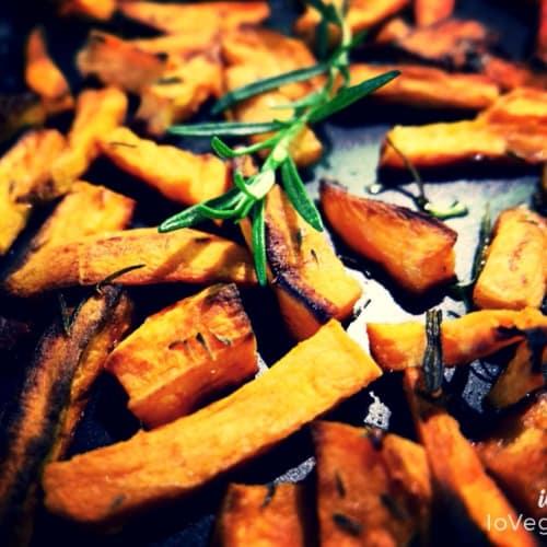 Patate dolci al forno con timo e rosmarino