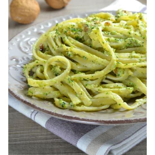 Fideos y el brócoli pesto