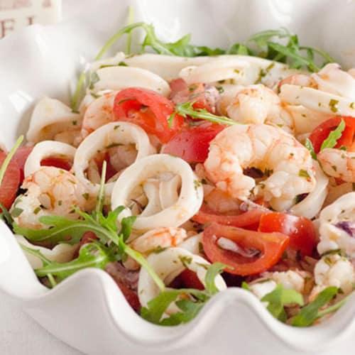 Ensalada de calamar y camarón.