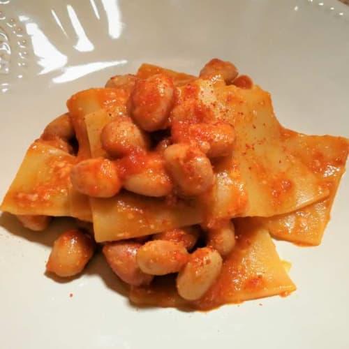 Abruzzo Pettole con salsa de frijol y queso de oveja
