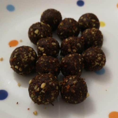 Mini bolas de energía de cacao y naranja