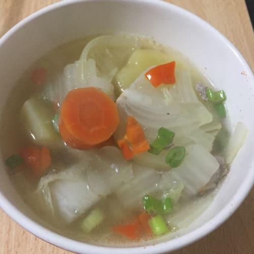 Sopa de pollo con verduras y chile habanero