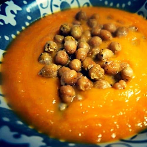 Crema de zanahoria con garbanzos crujientes