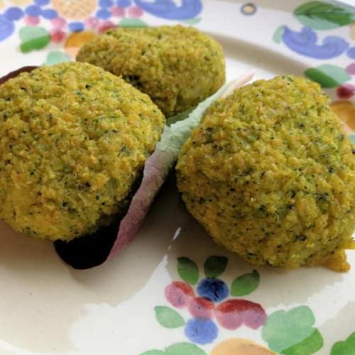 Albóndigas con dos brócoli y queso de oveja
