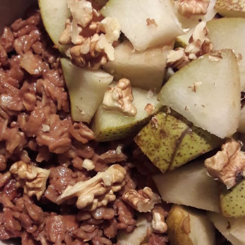 Oat porridge with pear, chocolate and nuts
