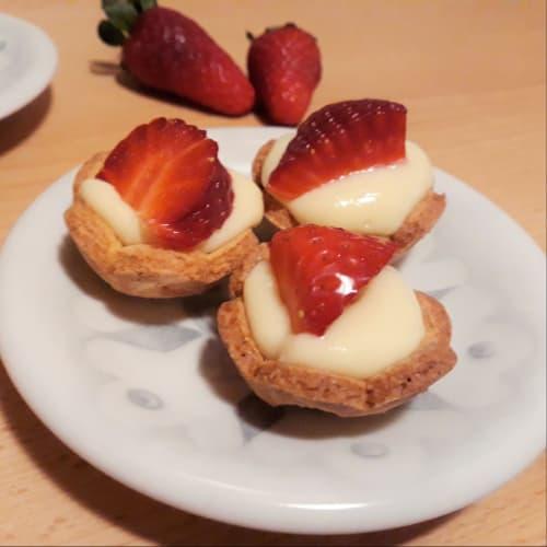 Pastelería sin gluten crema y fresas