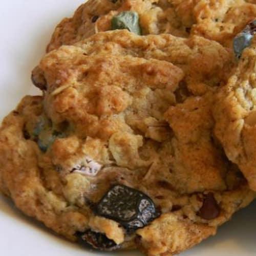 Biscotti integrali con uvetta e nocciole