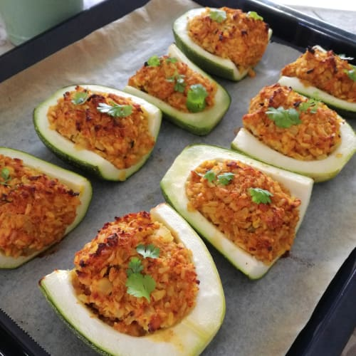 Zucchine ripiene di riso speziato e tempeh