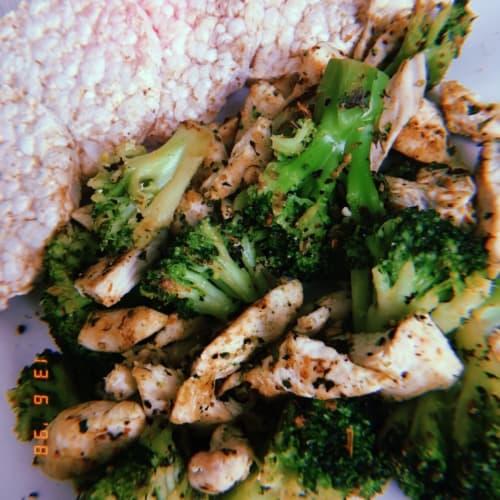 Pollo y brócoli