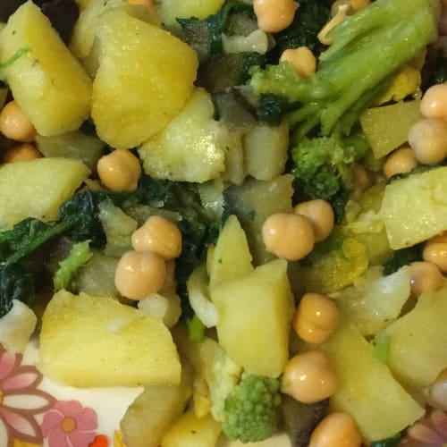 Papas con verduras y garbanzos