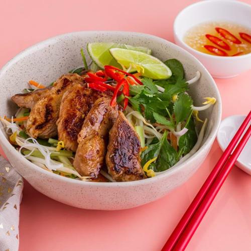Ensalada de pasta con cerdo de estilo vietnamita
