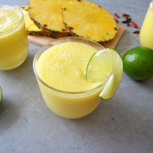 Smoothie anticellulite con ananas e lime