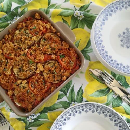 Pastel de berenjena, tomate y pan